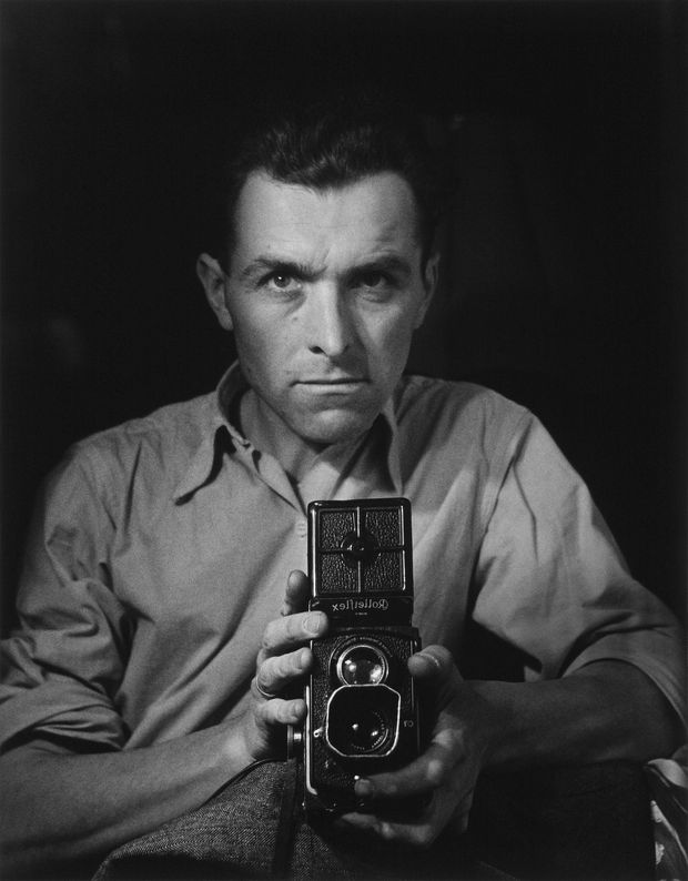 Robert Doisneau- Autoportrait au Rolleiflex- 1947