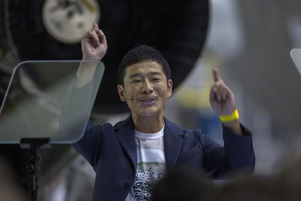 Le milliardaire a annoncé qu'il inviterait à bord 6-8 artistes pour l'accompagner dans son voyage lunaire., AFP