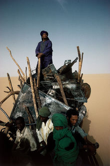 Mano Dayak, héros de la rébellion touareg, 1986. Photographie Argentique, Tirage Numérique. Tirage Signé. , Yann Arthus-Bertrand