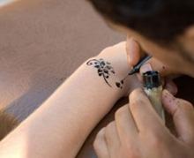Les tatouages temporaires peuvent provoquer des allergies