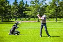Un golfeur s'adonnant aux joies de la pratique., iStock