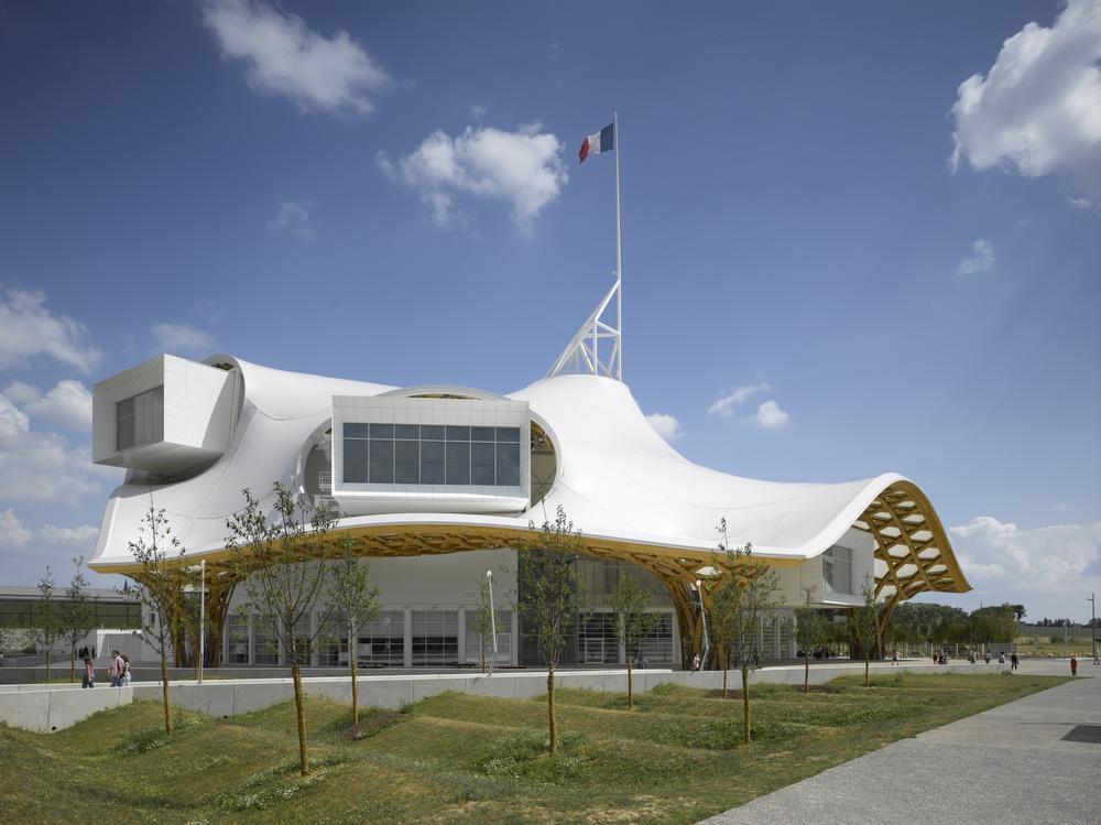 Centre Pompidou-Metz., © Roland Halbe / © Shigeru Ban Architects Europe et Jean de Gastines Architectes, avec Philip Gumuchdjian pour la conception du projet lauréat du concours / Metz Métropole / Centre Pompidou-Metz