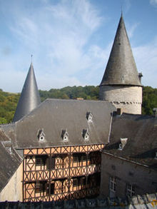 Le château de Vêves semble sorti d'un conte de fées., www.chateau-de-veves.be