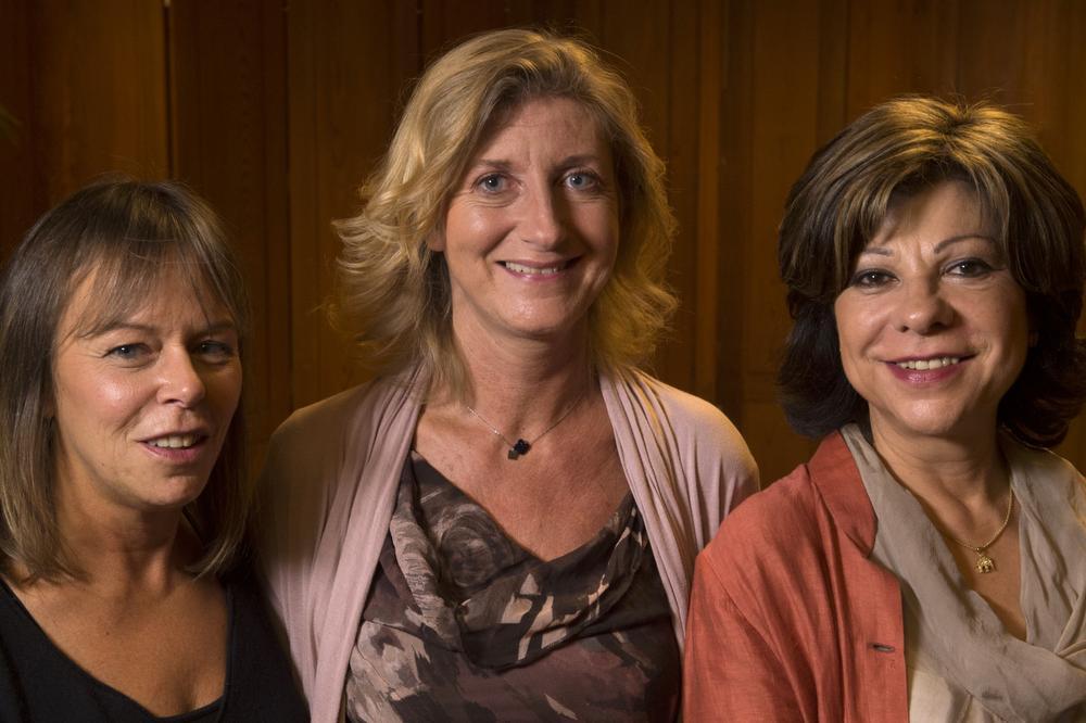 Nathalie, Pascale et Caroline ont pu tester des lentilles de contact multifocales.